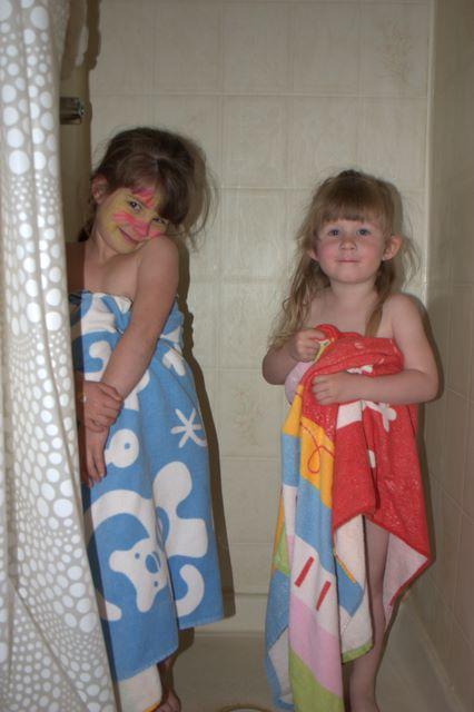 Мамка моется в ванне фото 616-865